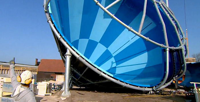 Grootste overdekte waterglijbaan ter wereld in drenthe looopings - Zwembad toren in kiezelsteen ...