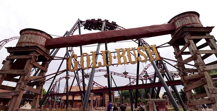 Rustige dag in Attractiepark Slagharen? Dan mag je voortaan blijven zitten in de achtbaan - Looopings.nl