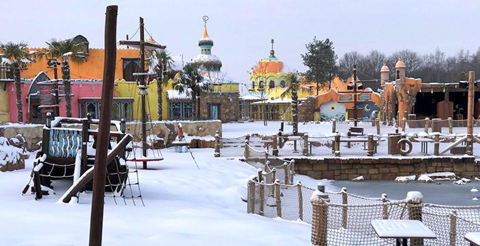 Hedendaags Foto's: nieuwe themawerelden Toverland in de sneeuw - Looopings EA-56