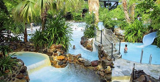 Wanneer bouwt de efteling een groot tropisch zwembad? looopings